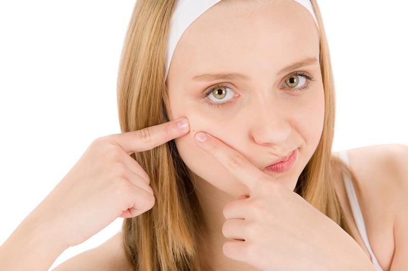 Pele oleosa ou com acne: Como funcionam os tratamentos cosméticos?