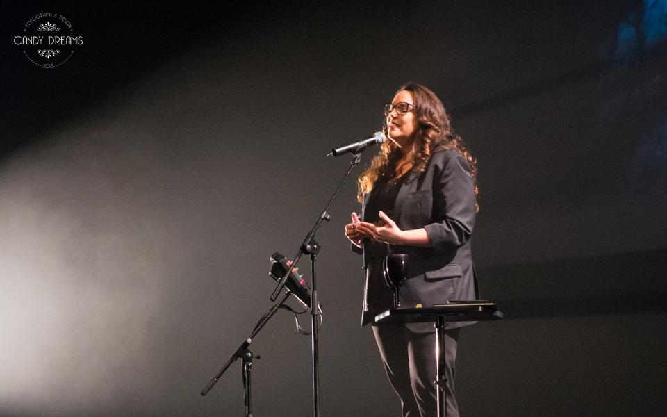 """Dona da história, Ana Carolina estreia show """"Ruído Branco"""" no Rio"""