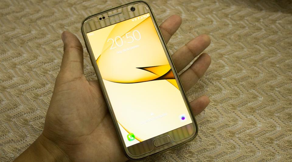 Galaxy S7: jogando IPhones pra debaixo do tapete