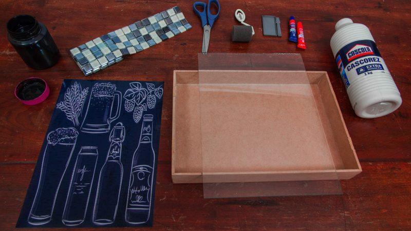 Decorando sua casa: Aprenda a fazer um quadro porta-tampinhas