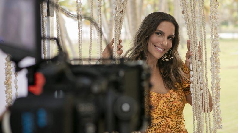Grendha lança coleção inspirada nas raízes culturais de Ivete Sangalo